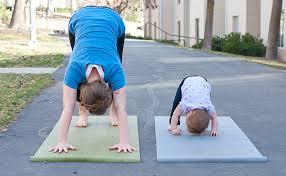 mom kid workout image